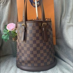Louis Vuitton bucket Pm DE